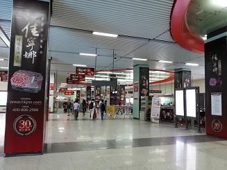 深圳地铁里到处是佳宁娜月饼广告