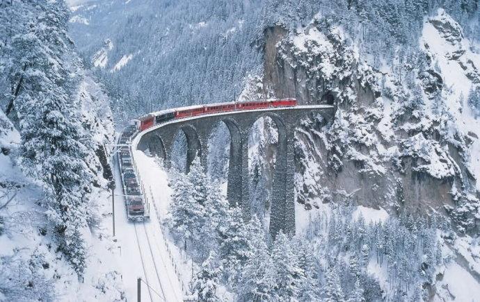 高兴的加菲: 世界上风景最美的十条铁路线 作者:高铁