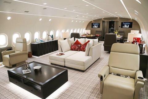滚一个雪球:世界最豪华飞机