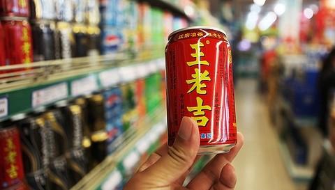 尼尔森分析师表示,尽管食品饮料行业的增速放缓,但王老吉凉茶因为健康